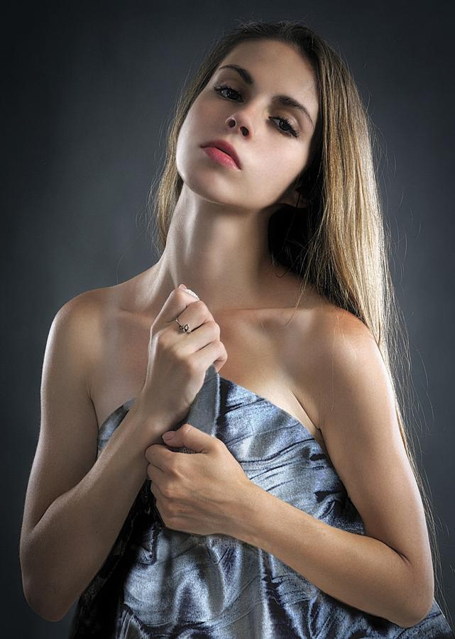 Podnoszenie oraz odmładzanie twarzy przy użyciu nici liftingujących