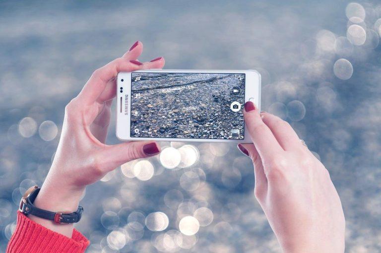 Uszkodziłeś swój telefon? Sprawdź czy opłaca Ci się go naprawiać.
